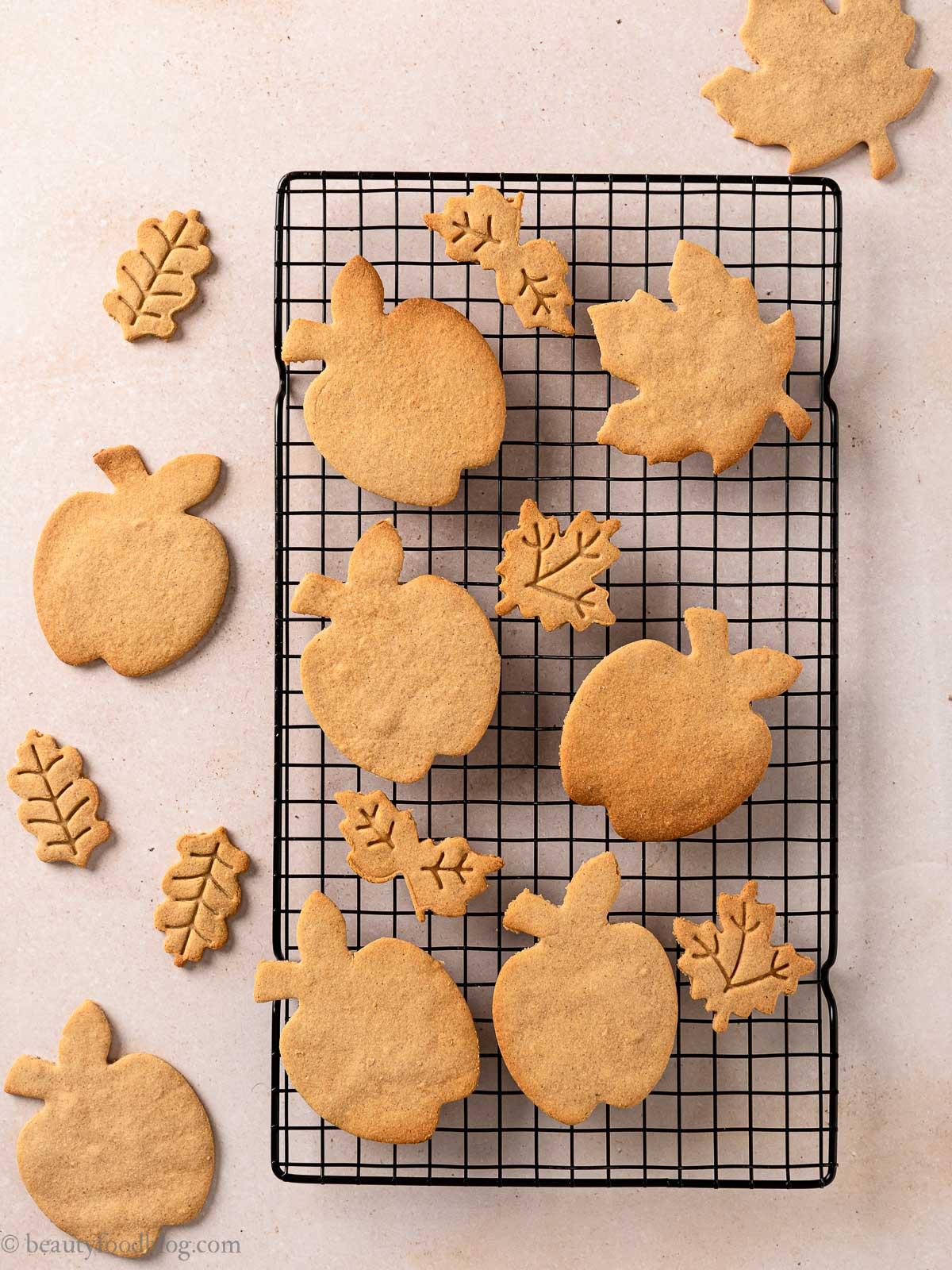 come fare i Biscotti Autunnali Senza Burro Senza Glutine vegani mele e sciroppo d'acero ricetta how to make gluten-free vegan maple cookies with applesauce shortbread cookies